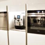 MEGA Küchenwelten in 92421 Schwandorf - Referenzen: Purismus trifft Kochkomfort!