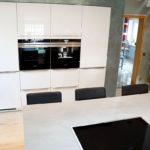 Wunderschöne Küche mit ESG-Glasfronten