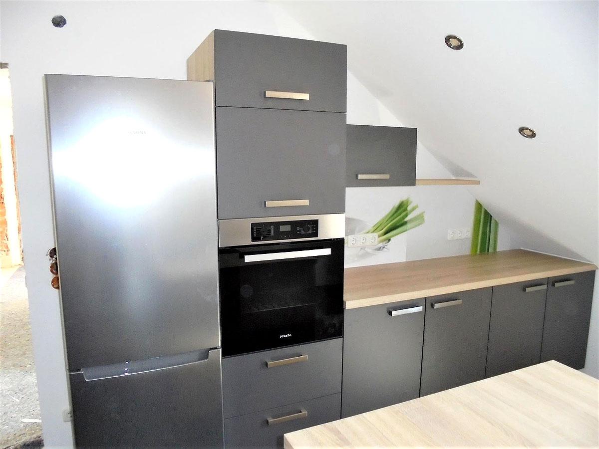 frische akzente zeitlose kombination mega k chenwelten. Black Bedroom Furniture Sets. Home Design Ideas
