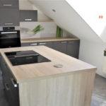 Zeitlose Küche mit frischen Akzenten