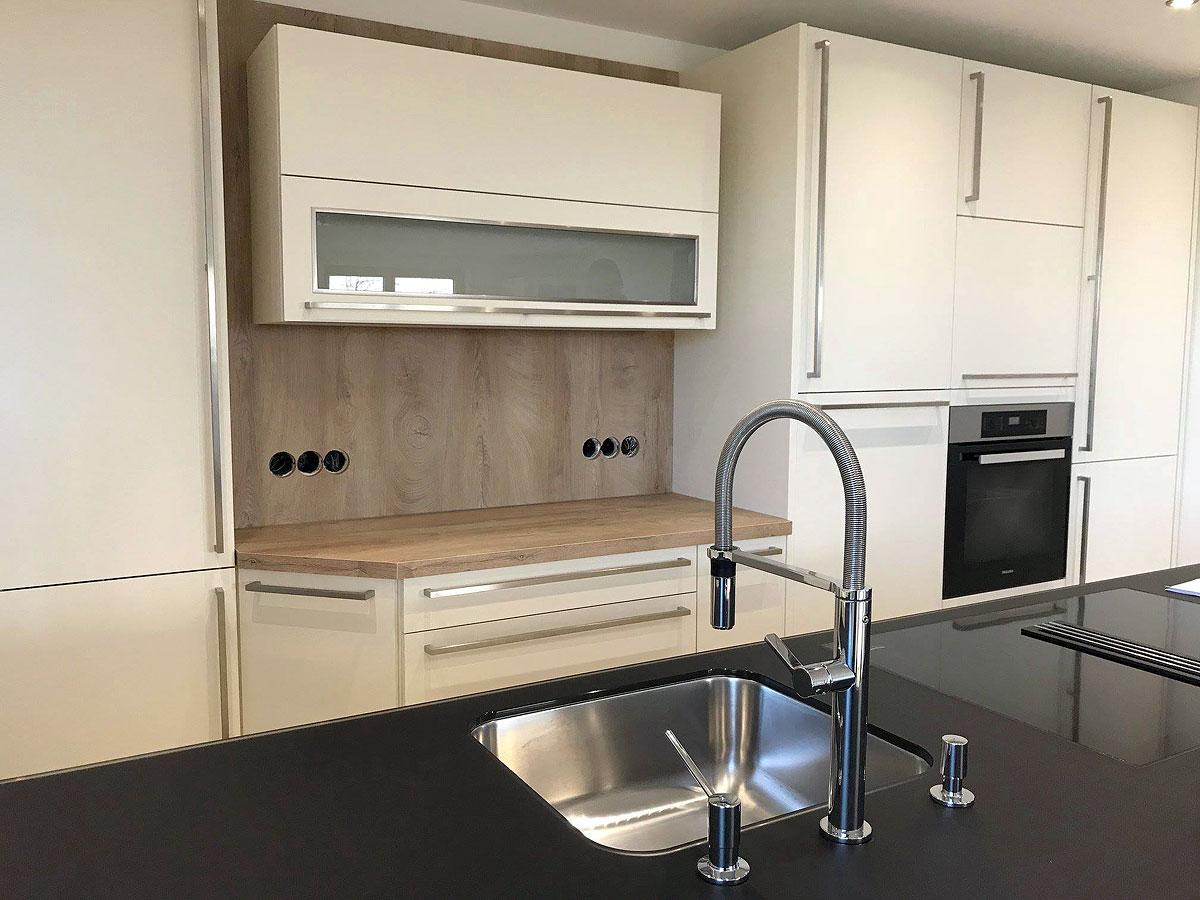Edle Küche Mit Akzenten In Holz   MEGA Küchenwelten