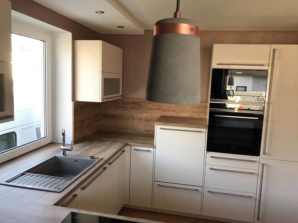 Lack magnolia, Holz rustikal - MEGA Küchenwelten: schöne Küchen gut ...