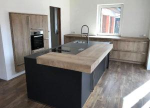 Design-Küche in Holz und Glas - MEGA Küchenwelten: schöne Küchen gut ...