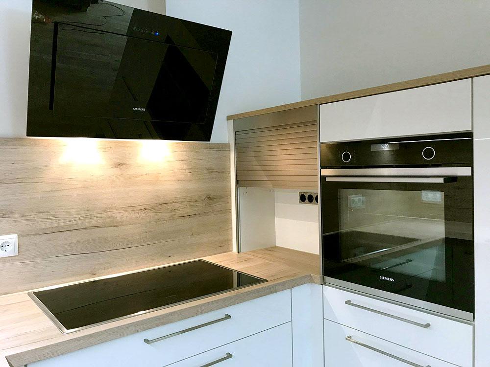 Sehr beliebt: Hochglanz + Holz! - MEGA Küchenwelten: schöne ...