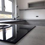 Küche mit Stil - Betonoptik, Induktion mit integriertem Dunstabzug