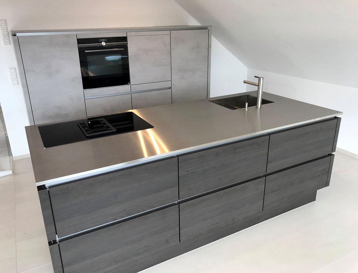 tolle Design-Küche in Betonoptik und Absetzungen in Gladstone OAK