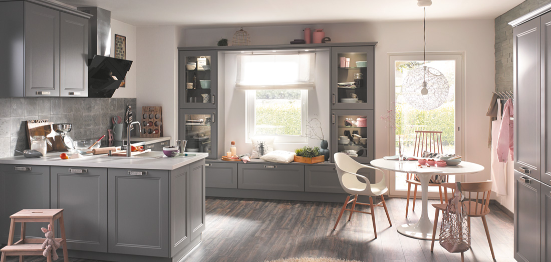 Landhaus-Küche: klassisch, modern, romantisch-verspielt oder skandinavisch - gut & günstig bei Mega Küchenwelten in Schwandorf