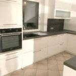 Tolle, klassische Küche, lackiert in Weiß Hochglanz